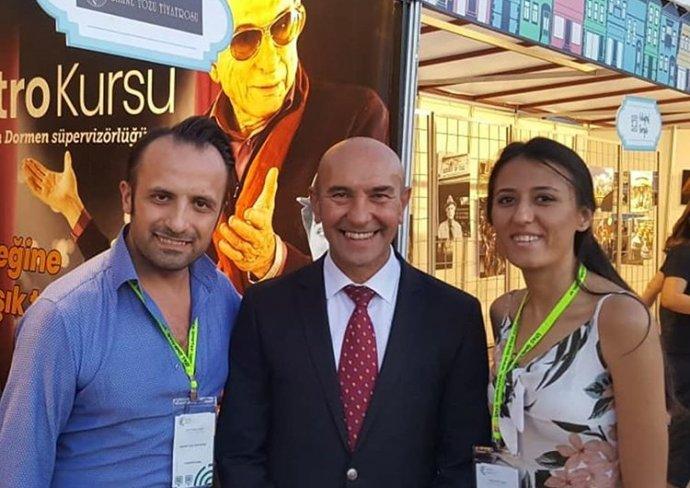 Sahnetozu.com Genel | İzmir Büyükşehir Belediye Başkanı Tunç Soyer Fuar Standımızı Ziyaret Etti