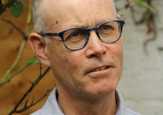 Sahnetozu.com Video | Sahne Tozu Tiyatrosu Ailesine Terry Davies'in Mesajı Var...