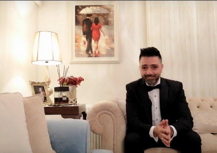 Sahnetozu.com Video | Sahne Tozu Tiyatrosu Kurucusu Çağlar İşgören'den Dünya Tiyatro Günü Kutlama Mesajı
