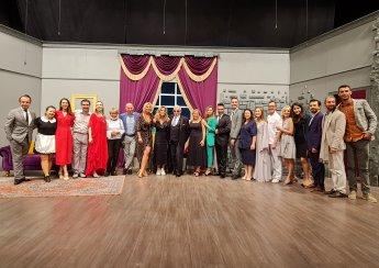 Sahnetozu.com Sahne Tozu Tiyatrosu Perdelerini Açtı