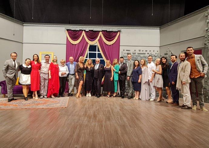 Sahnetozu.com Genel   Sahne Tozu Tiyatrosu Perdelerini Açtı
